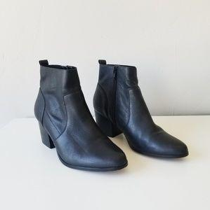 Crown Vintage Boots Size 7 Black